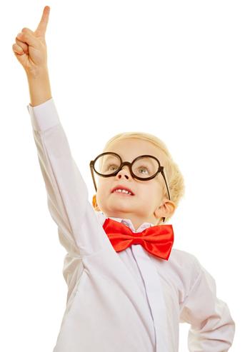 Schlauer Junge, der im Unterricht eine individuelle Förderung erhalten sollte.