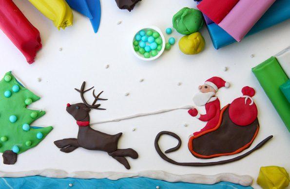 Adventsbasteln: Weihnachtsbild geknetet mit Tannenbaum, Schlitten und Rentier