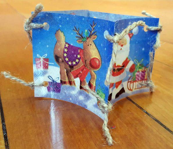 Das fertige Weihnachtslicht, hergestellt aus laminierten Servietten. Beim Basteln hatten die Kinder viel Freude.