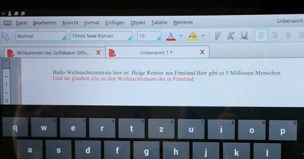 Blick auf den Bildschirm eines Kindes, das einen eingenen Text über Weihnachten verfasst hat.