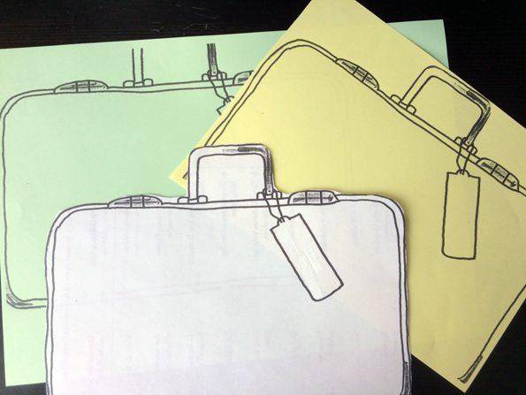 Auf dem Bild sind drei handgemalte Koffer in den Farben grün, gelb und weiß abgebildet, die man als Vorlage für den Elternsprechtag nutzen kann.