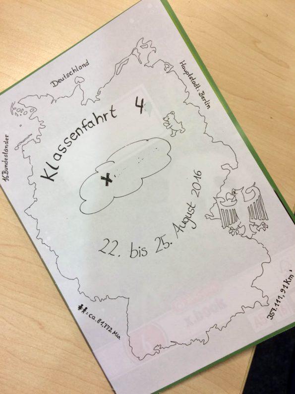 Selbst gemaltes Deckblatt für das Reisetagebuch der Klassenfahrt nach Berlin.