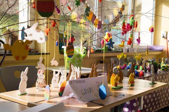 Verschiedene Basteleien der Grundschulekinder, die auf dem Frühlingsfest angeboten wurden.