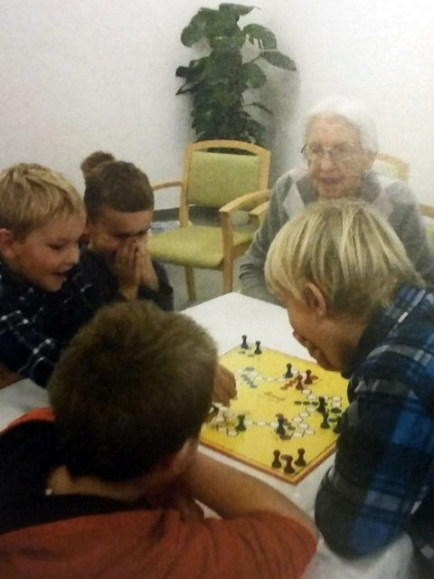 Soziales Projekt: Besuch eines Senioren-Pflegeheims